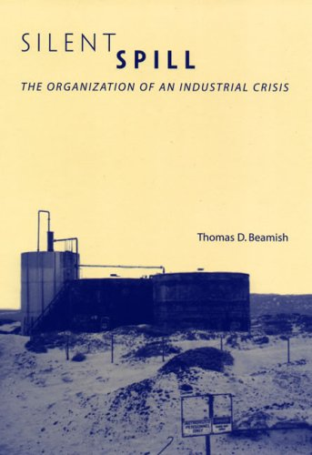 9780262025126: Silent Spill: The Organization of an Industrial Crisis (Urban and Industrial Environments)
