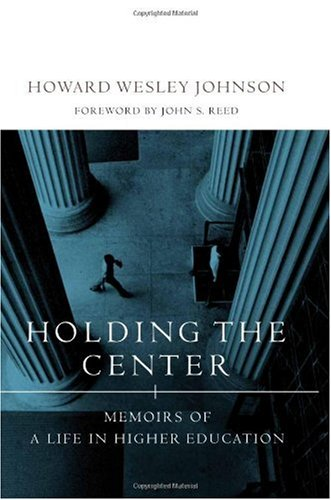 9780262100793: Holding the Center: Memoirs of a Life in Higher Education