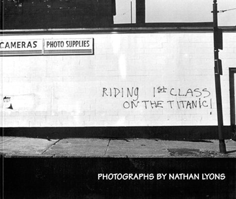 9780262181358: Riding 1st Class on the Titanic: Photographs by Nathan Lyons