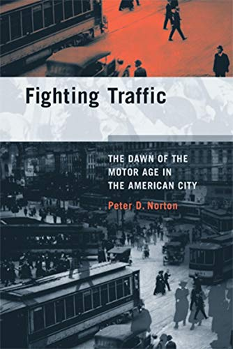 9780262516129: Fighting Traffic: The Dawn of the Motor Age in the American City (Inside Technology)
