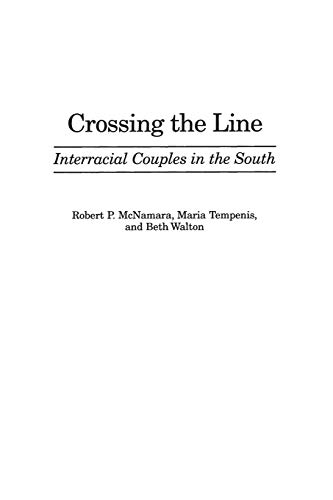 9780275966768: Crossing the Line
