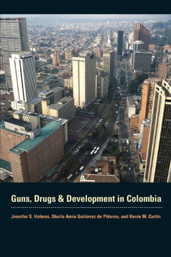 9780292718715: Guns, Drugs, and Development in Colombia