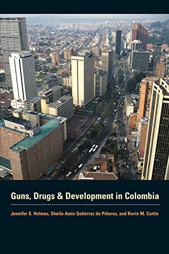 9780292721548: Guns, Drugs, and Development in Colombia