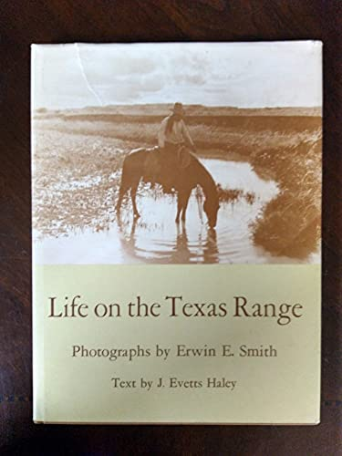 9780292746053: Life on the Texas Range (M. K. Brown Range Life Series: No. 14)