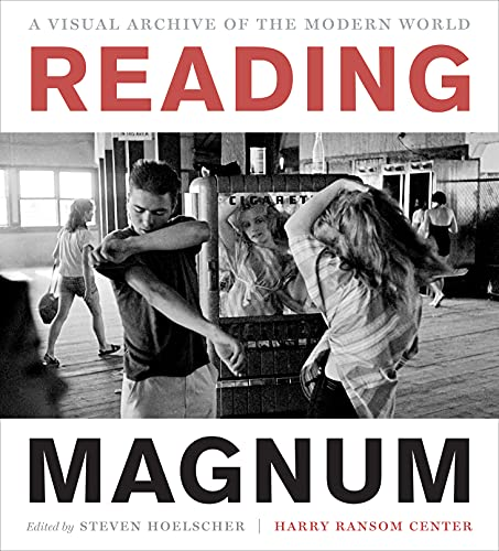 9780292748439: Reading Magnum: A Visual Archive of the Modern World (Harry Ransom Center Photography Series)