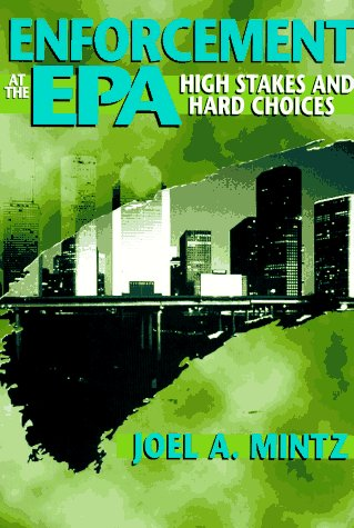 9780292751873: Enforcement at the EPA: High Stakes and Hard Choices