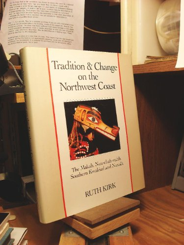 9780295963969: Tradition & Change on the Northwest Coast: The Makah, Nuu-Chah-Nulth, Southern Kwakiutl and Nuxalk