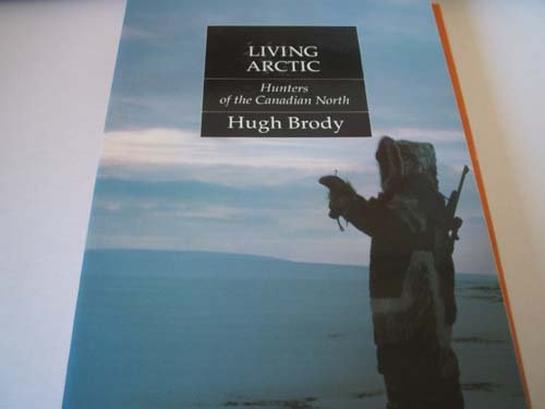 9780295970028: Living Arctic: Hunters of the Canadian North