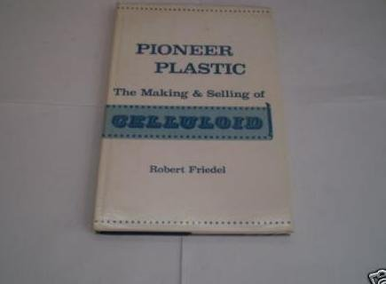 9780299091705: Pioneer Plastic: The Making and Selling of Celluloid