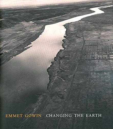 9780300093612: Emmet Gowin: Changing the Earth (Yale University Art Gallery)