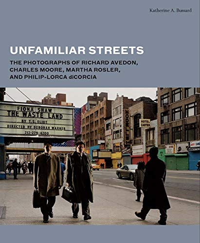 9780300192261: Unfamiliar Streets: The Photographs of Richard Avedon, Charles Moore, Martha Rosler, and Philip-Lorca Dicorcia