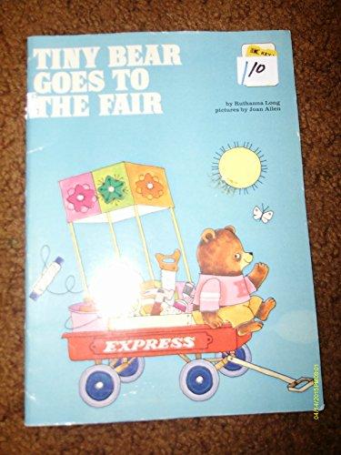 9780307111562: Tiny Bear goes to the fair.