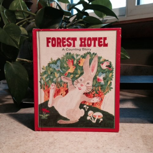 9780307603500: Forest Hotel