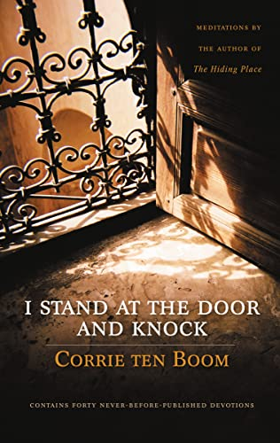 9780310271543: I Stand at the Door and Knock: Meditations by the Author of The Hiding Place