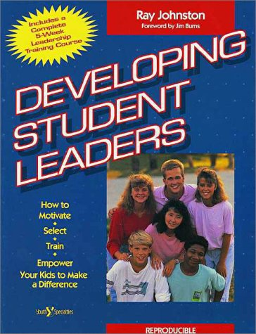 9780310543312: Developing Student Leaders