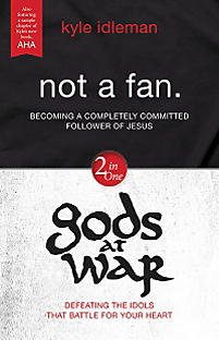 9780310620891: Not a Fan / Gods at War