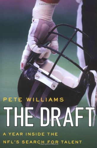 9780312354381: The Draft: A Year Inside the NFL's Search for Talent