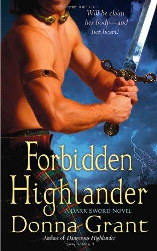 9780312381233: Forbidden Highlander: A Dark Sword Novel