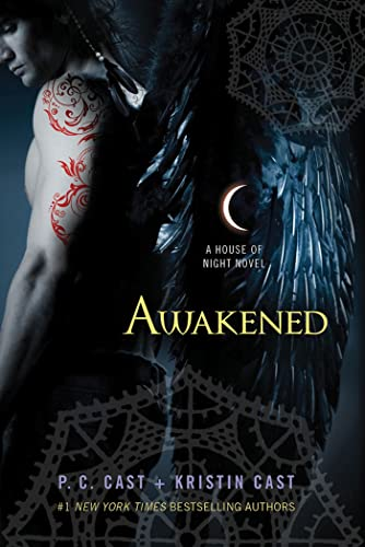 9780312387976: Awakened: A House of Night Novel (House of Night Novels)