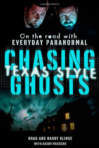 9780312590789: Chasing Ghosts, Texas Style: On the Road with Everyday Paranormal