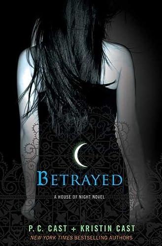 9780312596293: Betrayed: A House of Night Novel