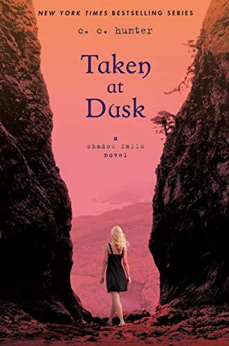 9780312624699: Taken at Dusk: A Shadow Falls Novel