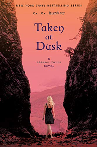 9780312624699: Taken at Dusk: A Shadow Falls Novel