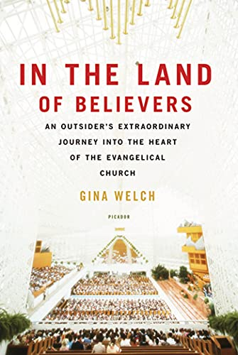 9780312680701: In the Land of Believers: An Outsider's Extraordinary Journey into the Heart of the Evangelical Church