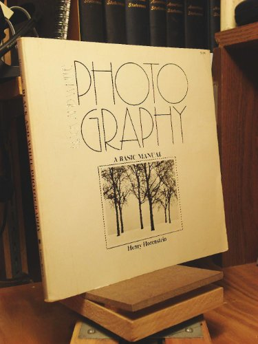9780316373111: Black and White Photography: A Basic Manual (The Crafts series)
