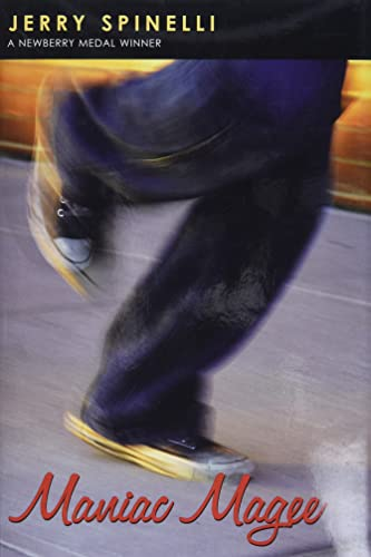 9780316807227: Maniac Magee (Newberry Medal Book)