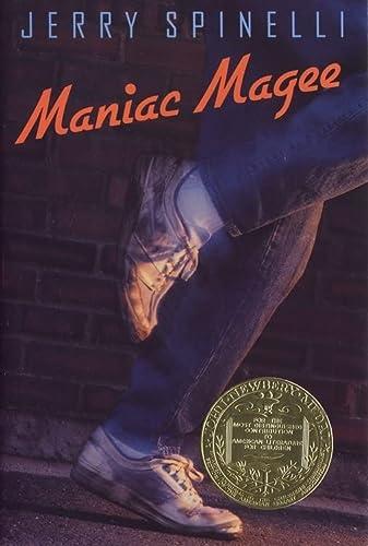 9780316807227: Maniac Magee (Newberry Medal Book)