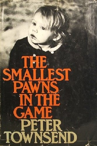 9780316851299: Smallest Pawns in the Game