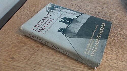 9780316923286: Distant Water: The Fate of the North Atlantic Fisherman