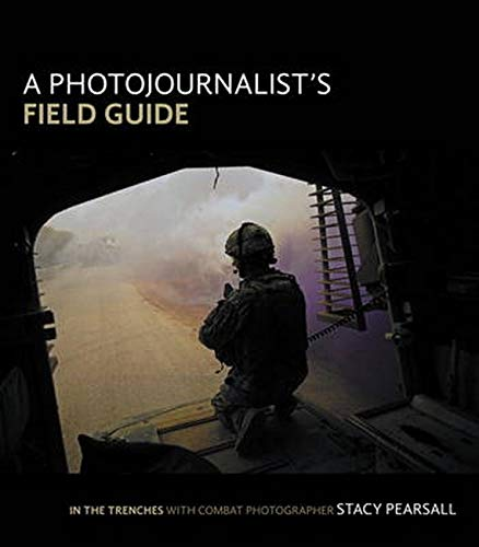 9780321896612: A Photojournalist's Field Guide: In the Trenches With Combat Photographer Stacy Pearsall