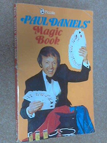 9780330261852: Magic Book (Piccolo Books)