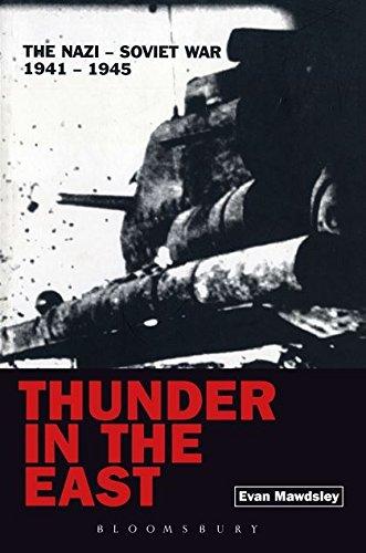 9780340613924: Thunder in the East: The Nazi-Soviet War 1941-1945 (Modern Wars)