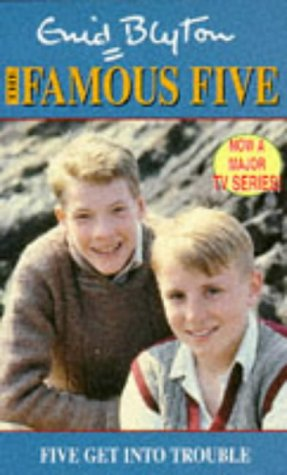 9780340653104: Five Get Into Trouble: Book 8 (Famous Five)