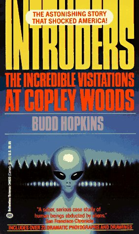 9780345346339: Intruders: The Incredible Visitations at Copley Woods