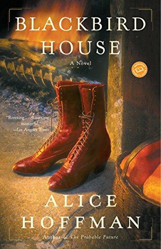 9780345455932: Blackbird House: A Novel (Ballantine Reader's Circle)