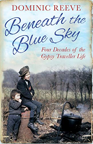 9780349138824: Beneath the Blue Sky: 40 Years of the Gypsy Traveller Life