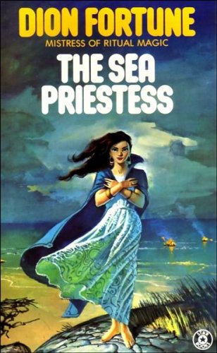 9780352398932: The Sea Priestess