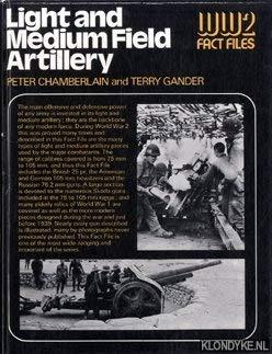 9780356082158: Light and Medium Artillery (World War Two Fact Files)