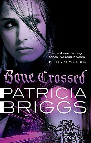 9780356500614: Bone Crossed (Mercy Thompson 4)