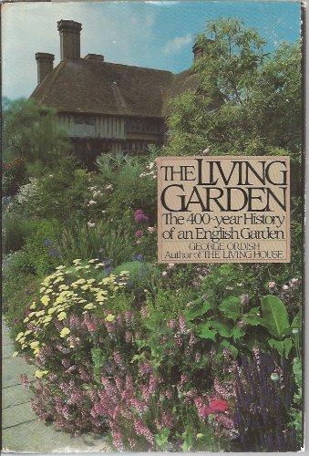 9780370308326: The living garden