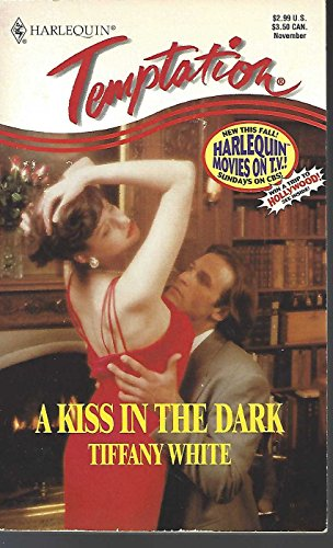 9780373256143: Kiss In The Dark