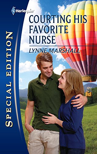 9780373656608: Courting His Favorite Nurse