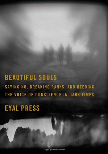 9780374143428: Beautiful Souls: Saying No, Breaking Ranks, and Heeding the Voice of Conscience in Dark Times
