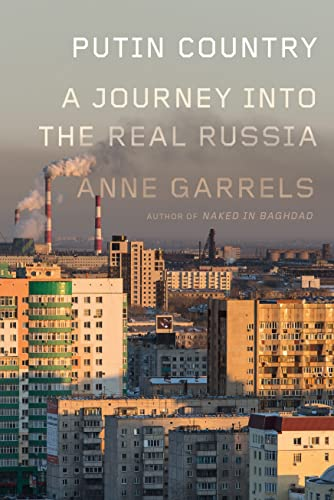 9780374247720: Putin Country: A Journey into the Real Russia