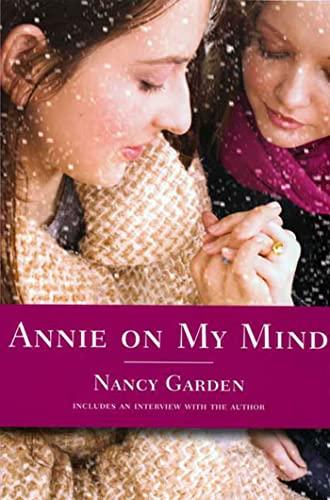 9780374400118: Annie on My Mind