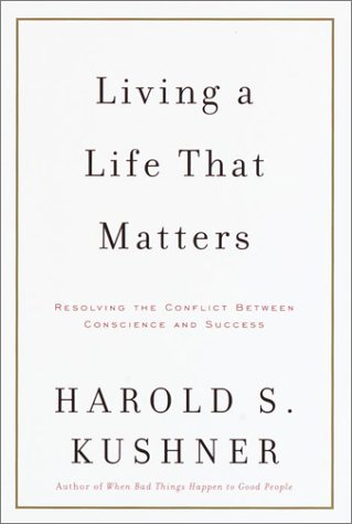 9780375410635: Living a Life That Matters: Resolving the Conflict between Conscience and Success
